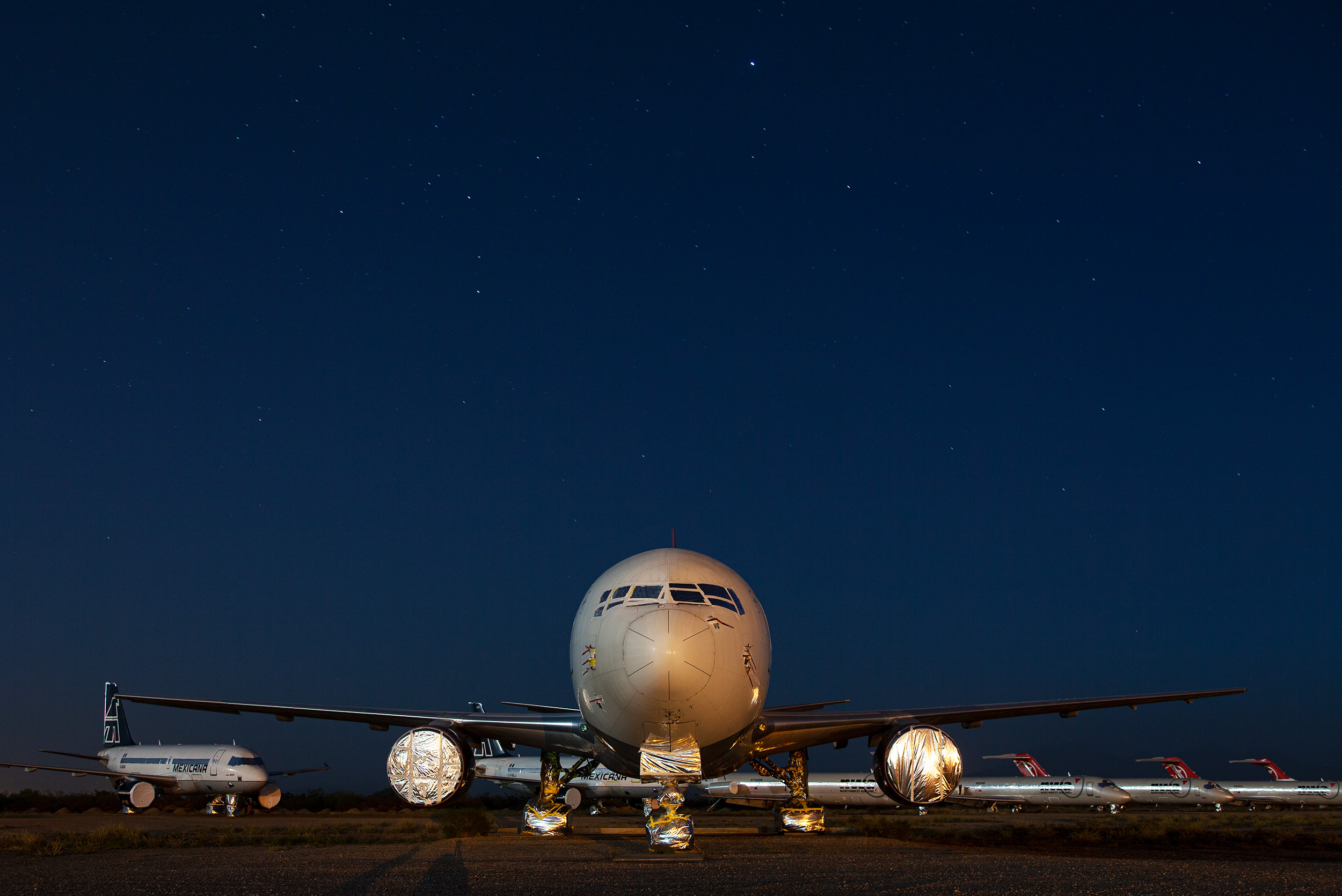 737 at night - Steve Craft Photography - Phoenix Arizona Aviation Photographer